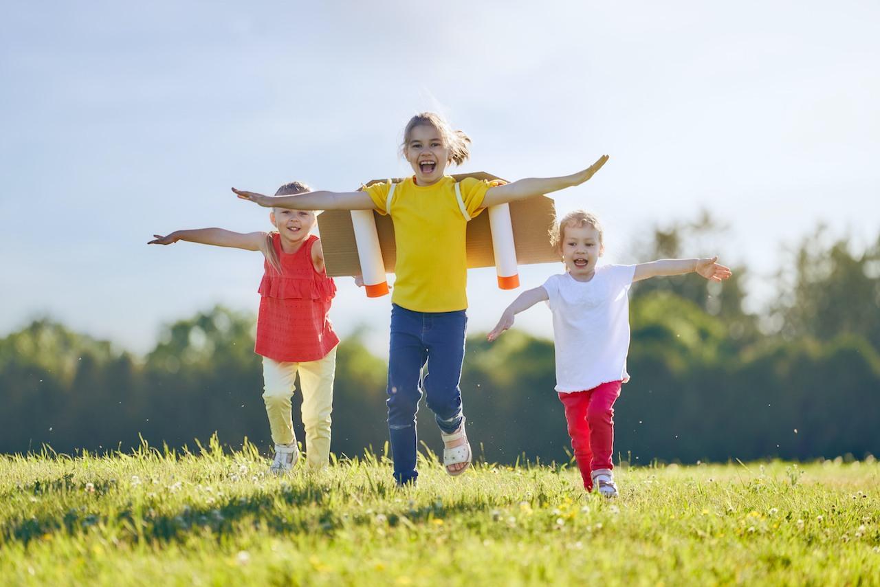 DKSB Mettmann Kinder spielen Flugzeug