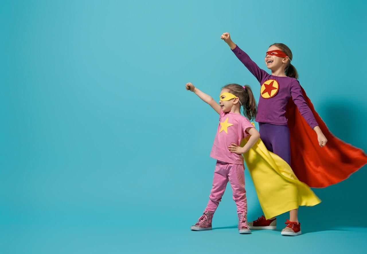 DKSB Mettmann Kinder spielen Superwoman