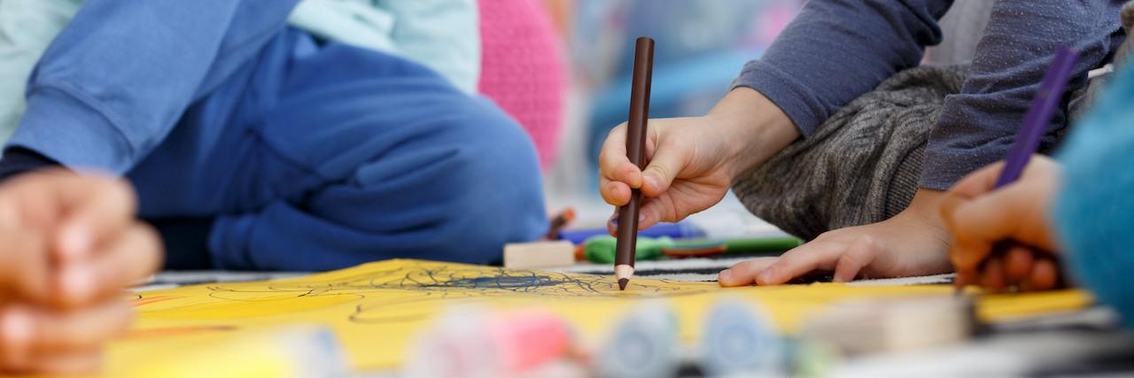 DKSB Mettmann Kinder mit Buntstiften